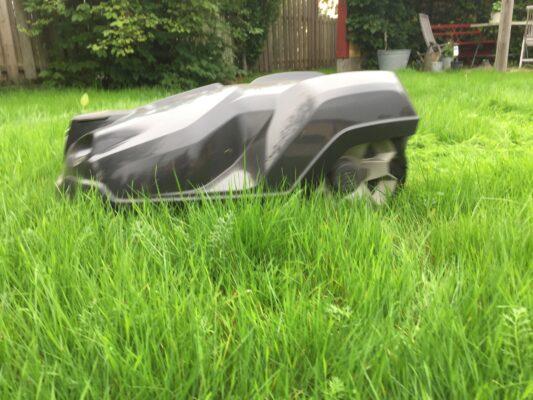 Husqvarna Automower i högt gräs